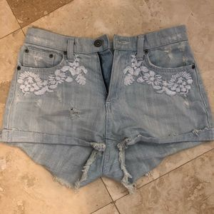 Carmar size 27 high waisted shorts with design